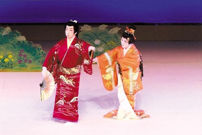 Male and female duet, 'Aki no Irokusa' with dancers Onoe Kikunobu and Onoe Kikunobukazu. PHOTO COURTESY OF KIKUNOBU DANCE COMPANY