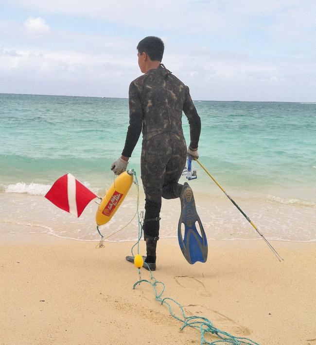 Tai-John Mizutani enters the ocean for a dive off Kailua. Ron Mizutani photo